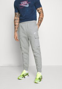 Nike Sportswear - CLUB PANT  - Pantalon de survêtement - grey heather/matte silver/white - 0