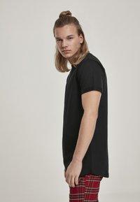 Urban Classics - T-shirt basic - black - 3
