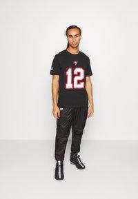 Fanatics - NFL TOM BRADY TAMPA BAY BUCCANEERS ICONIC NAME NUMBER GRAPHIC  - Club wear - black - 1