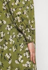 New Look Curves - AMELIE FLORAL SMOCK - Day dress - green - 6