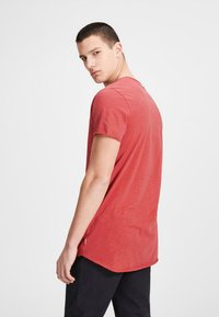 Jack & Jones - JJEBAS TEE - T-shirts basic - dark red - 2