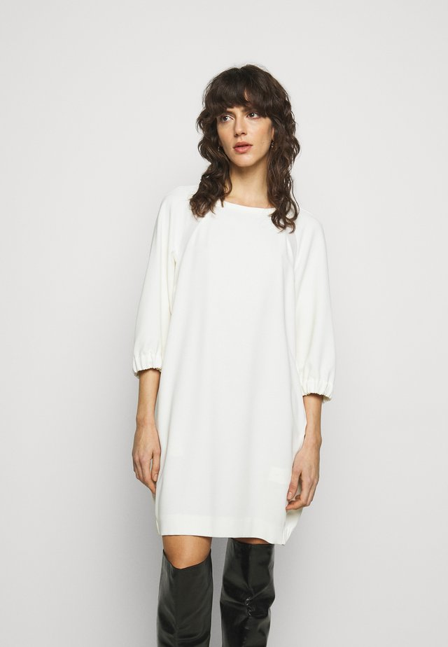KARLIE - Korte jurk - bianco