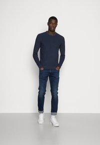 Pier One - Stickad tröja - mottled dark blue - 1
