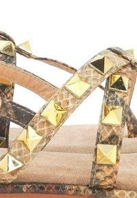 Alma en Pena - T-bar sandals - sand - 4
