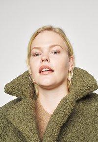 Noisy May Curve - NMGABI JACKET - Classic coat - kalamata - 4