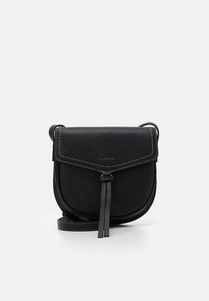 LOTTA - Across body bag - black