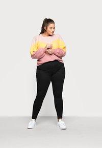 Noisy May Curve - NMCALLIE SKINNY JEANS  - Jeans Skinny - black denim - 1