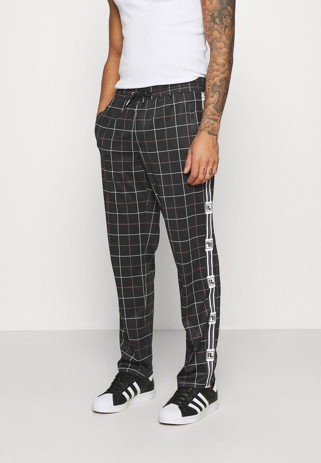 WAITE TRACK PANT - Pantalones deportivos - black