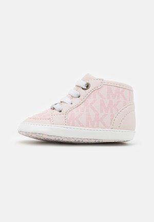 BABY OLLIE - Geboortegeschenk - pink