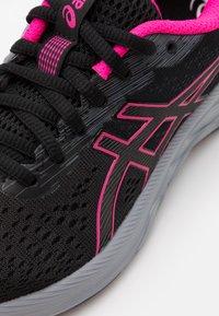 ASICS - GEL-EXCITE 7 - Neutral running shoes - black/metropolis - 5