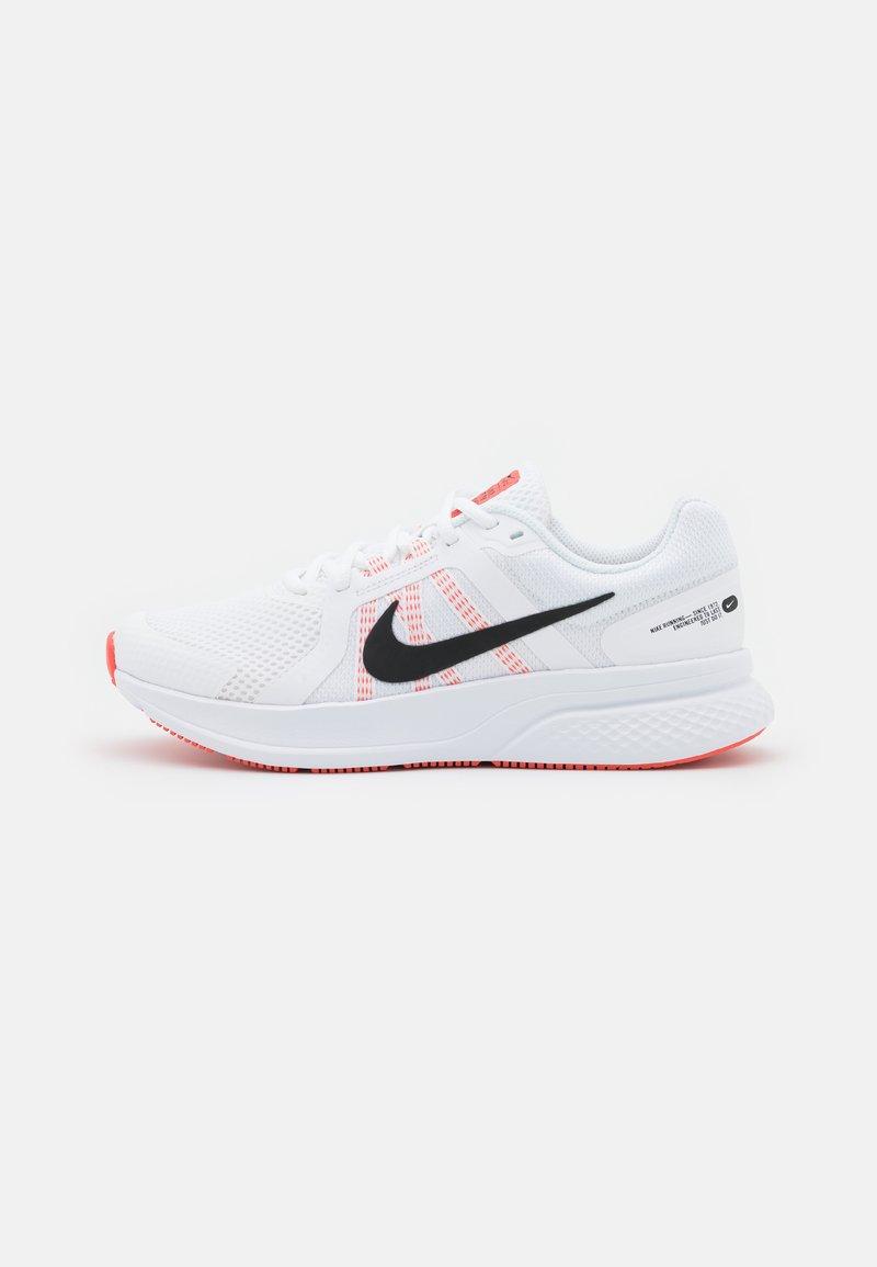 Nike Performance - RUN SWIFT 2 - Nøytrale løpesko - white/black/magic ember