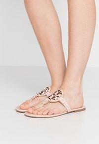 Tory Burch - MILLER - Sandály s odděleným palcem - sea shell pink - 0