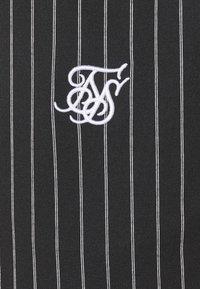 SIKSILK - PINSTRIPE - Shortsit - black/white - 4