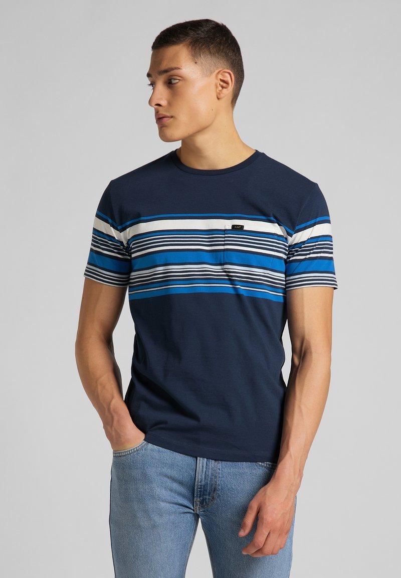 Lee - STRIPY PKT - Print T-shirt - navy