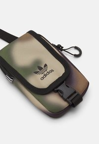 adidas Originals - CAMO MAP BAG UNISEX - Olkalaukku - wild pine/black - 3