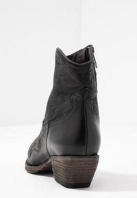 Billi Bi - Cowboy/biker ankle boot - black varese - 5
