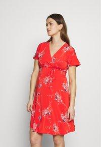 Balloon - NURSING WRAPP DRESS FLOWER PRINT - Denní šaty - red - 0