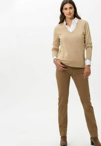 BRAX - STYLE CAROLA - Straight leg jeans - dark camel - 1