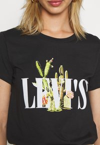 Levi's® - THE PERFECT TEE - T-shirt z nadrukiem - black