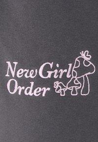 NEW girl ORDER - MUSHROOM - Shorts - charcoal - 2