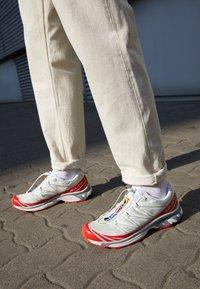 Salomon - SHOES XT-6 ADV UNISEX - Sneakers basse - vanilla ice/white/racing red - 2