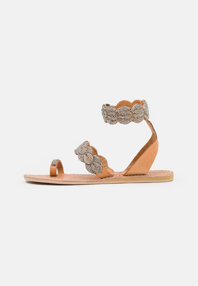 RUMI FLAT - Flip Flops - silver