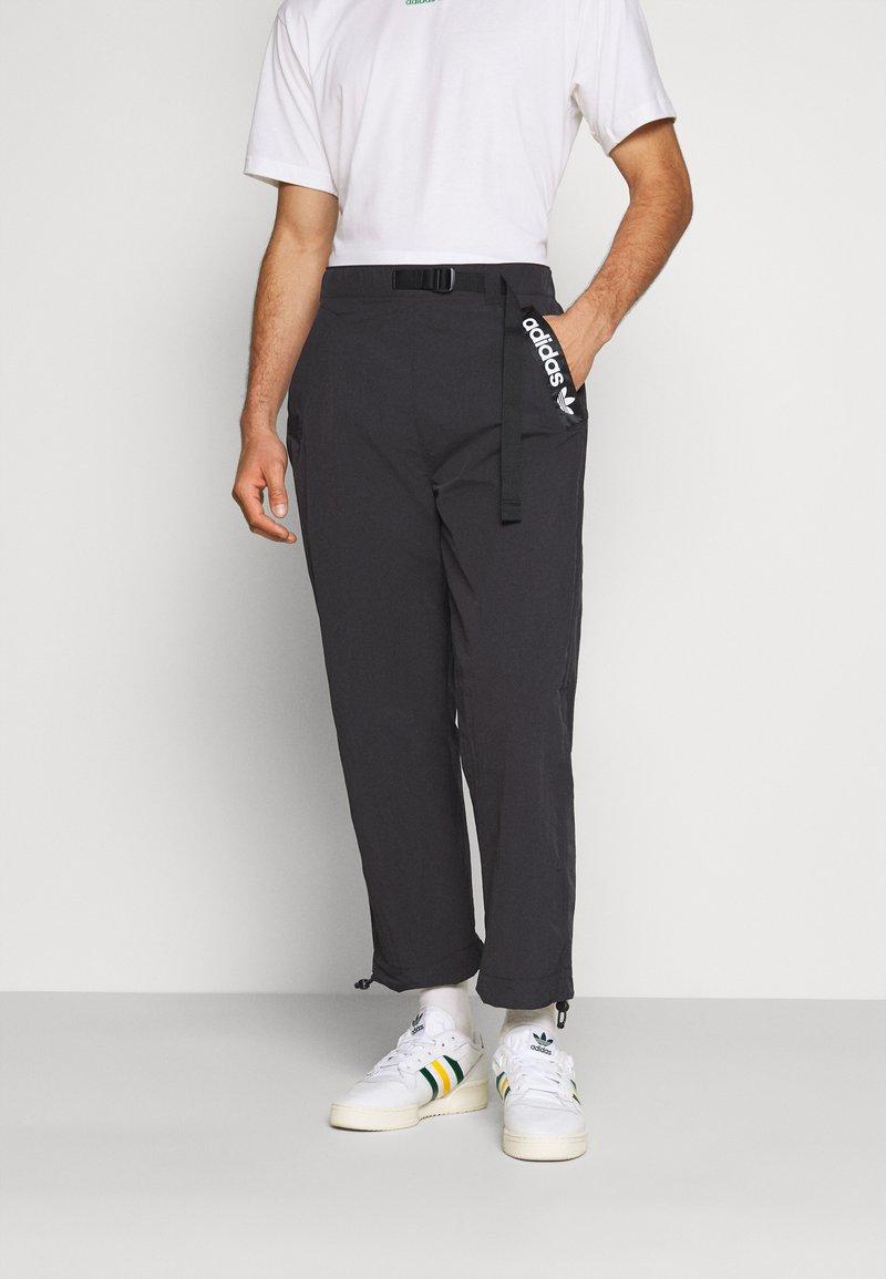 adidas Originals - TRIAL PANT - Tygbyxor - black