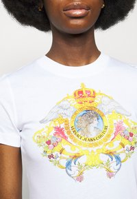 Versace Jeans Couture - TEE - Print T-shirt - optical white - 5