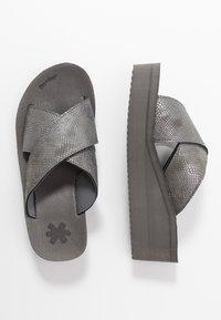 flip*flop - WEDGE CROSS - Heeled mules - steel - 3