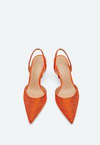 Uterqüe - MIT STRASS - Classic heels - orange - 3