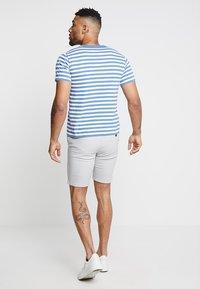 Burton Menswear London - NEW CASUAL - Shorts - light grey - 2