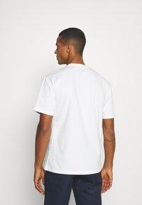Caterpillar - CAT SMALL LOGO - Print T-shirt - cream - 2