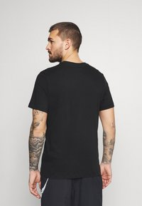 Nike Performance - TEE - T-shirts med print - black - 2
