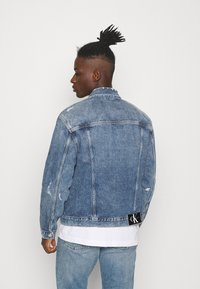 Calvin Klein Jeans - REGULAR JACKET - Spijkerjas - light blue - 2