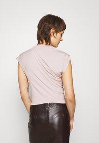 Vivienne Westwood - HEBO - Basic T-shirt - dusty pink - 2