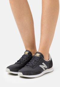 New Balance - WL720 - Baskets basses - black - 0