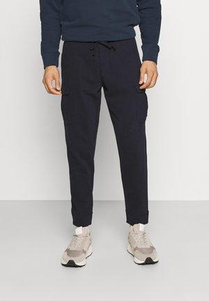 PANTS WITH POCKETS WAISTBAND WITH DRAWSTRING - Teplákové kalhoty - phantom fear