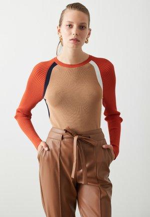 Jumper - camel/orange/white