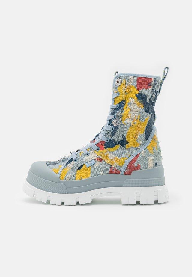 ASPHA MID - Kotníkové boty na platformě - multicolour