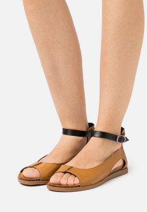 Sandalias - ocra