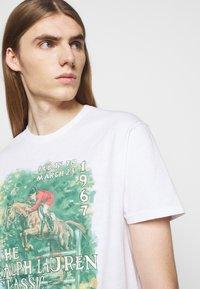 Polo Ralph Lauren - UNEVEN - T-shirt med print - white - 4