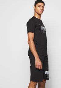 Iceberg - THE CREW - Print T-shirt - nero - 4