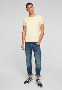 Q/S designed by - Basic T-shirt - yellow - 1