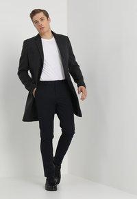 Samsøe Samsøe - FRANKIE PANTS - Oblekové kalhoty - dark sapphire - 1