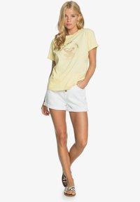 Roxy - Print T-shirt - pale banana - 1