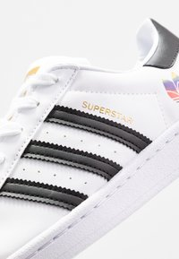adidas Originals - SUPERSTAR  - Sneaker low - footwear white/core black/gold metallic - 2