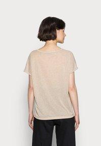 Mos Mosh - KAY TEE - Basic T-shirt - gold - 2