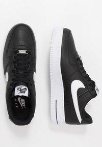 Nike Sportswear - AIR FORCE 1 '07 AN20 - Matalavartiset tennarit - black/white - 1