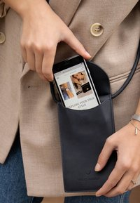 Violet Hamden - HAMDEN  - Phone case - blau - 0