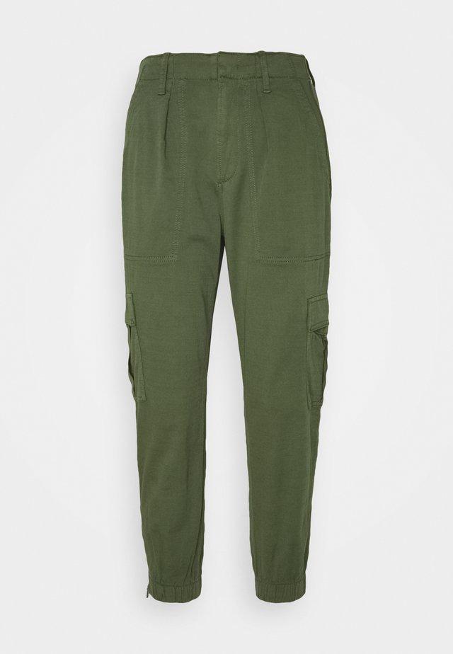 CARGO UTILITY JOGGER - Pantaloni cargo - olive